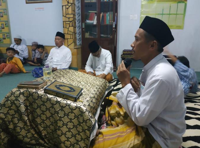 Pembacaan manaqib Abuya oleh Ust. Diya'